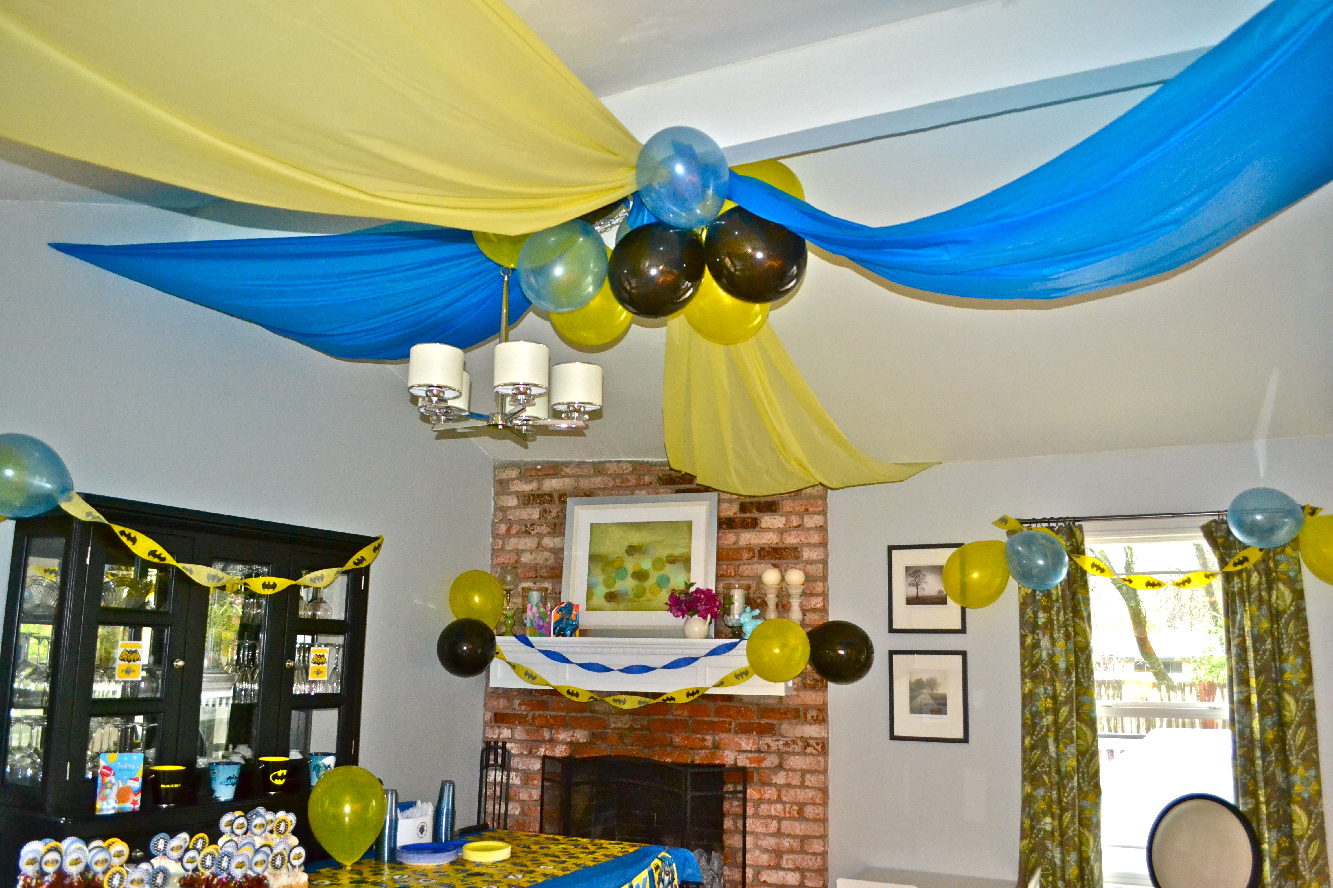 Batman images housematekate for Balloon and streamer decoration ideas
